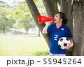 サッカーファンの女性 55945264