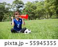 サッカーファンの女性 55945355