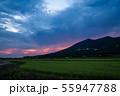 雷雲の中、一瞬の夕焼け筑波山 55947788