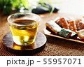 冷たい緑茶とあられ 55957071