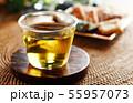 冷たい緑茶とあられ 55957073