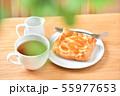 アップルパイ、菓子パン、りんごパイ、紅茶とテーブル、ティータイムのイメージ。 55977653