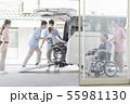 介護 介護士 車いすの写真 55981130