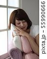 女性 人物 寝るの写真 55990666
