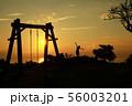 喜界島の夕焼け空とシルエット 56003201