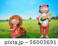 リンゴとトウモロコシを収穫するアカエルたち 56003691