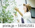 女性 家庭菜園 スプレー 56041581