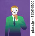 マスクを持った男性 56054500