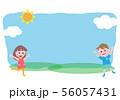 男の子と女の子が外で遊ぶ 56057431