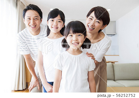 家族 親子 ファミリー 女性 子供 56252752