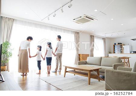 家族 親子 ファミリー 女性 子供 56252784