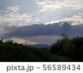空と山、自然の風景 56589434