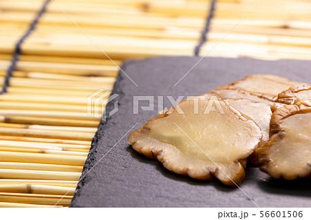 秋田の郷土食のひとつ、いぶり漬け(いぶりがっこ)。 56601506