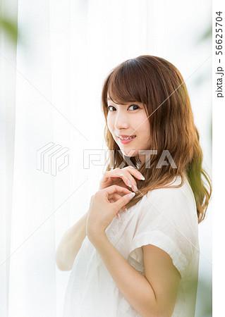 ビューティーイメージ(若い女性 56625704