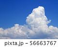 夏の大空 巨大な入道雲 56663767