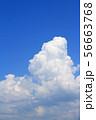 夏の大空 巨大な入道雲 56663768