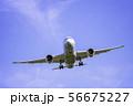 着陸する飛行機  ボーイング787 56675227