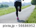 ランニング ランナー 女性 56686952