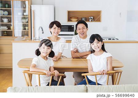 家族 親子 ファミリー 女性 子供 56699640