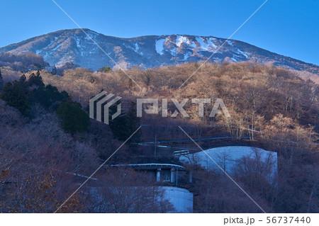 冬の日光いろは坂 剣が峰展望台から第一いろは坂越しに男体山を見る 56737440