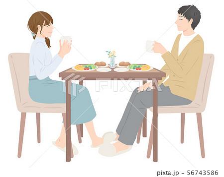 朝食を食べる夫婦 56743586