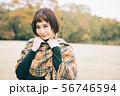 若い女性の秋冬イメージ 56746594