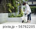 女性 庭掃除 掃除 玄関掃除 町内清掃 56762205