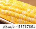 茹でたトウモロコシ(スイートコーン)のアップ。 56767861