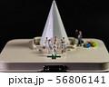 クスリ箱の上の白い巨塔 56806141