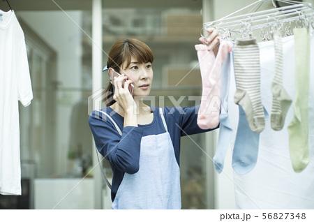 主婦 洗濯 56827348