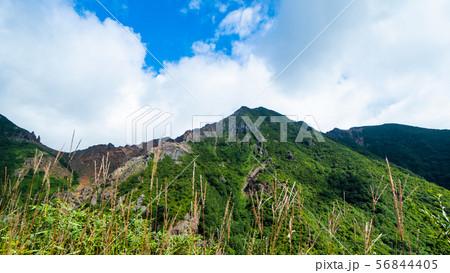 登山道から那須朝日岳を望む 56844405