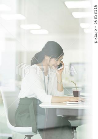 ビジネスウーマン 56858116