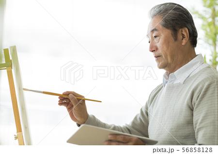 シニア男性 絵画 56858128
