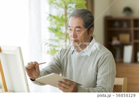 シニア男性 絵画 56858129