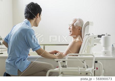 介護 風呂 56890073