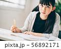 女の子 塾 勉強 56892171