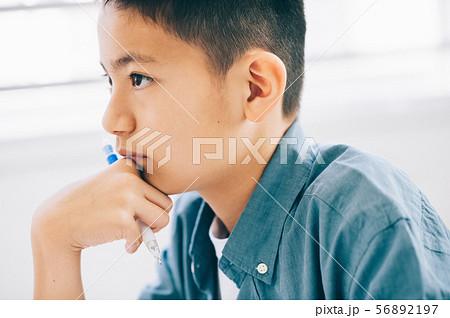 男の子 小学生 勉強 56892197