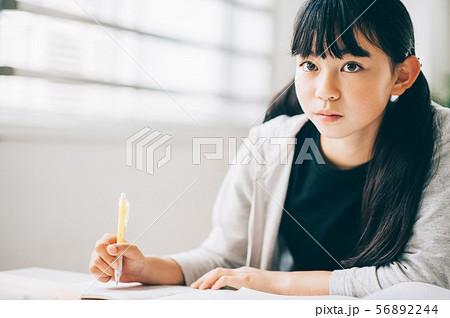 女の子 塾 勉強 56892244
