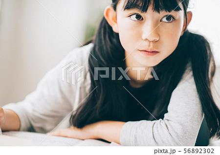 女の子 塾 勉強 56892302