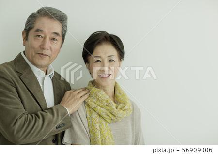 シニア夫婦 56909006
