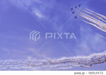 青空イメージ (ブルーインパルス曲技飛行) 56914572
