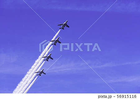 青空・大空・イメージ (ブルーインパルス曲技飛行) 56915116