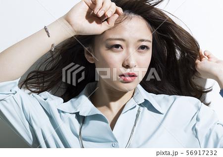 若い女性 ビジネス 美容 56917232
