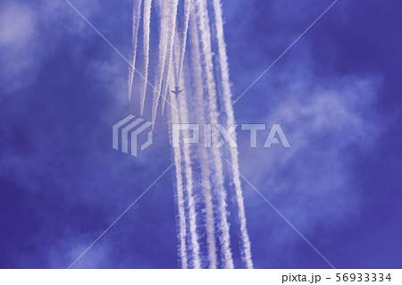 青空・大空・イメージ (ブルーインパルス展示飛行) 56933334
