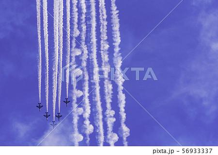 青空・大空・イメージ (ブルーインパルス展示飛行) 56933337