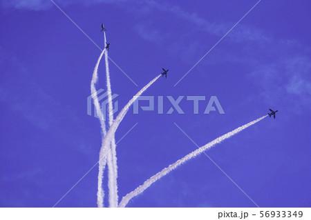 青空・大空・イメージ (ブルーインパルス展示飛行) 56933349