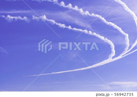 青空・大空・イメージ (ブルーインパルス展示飛行) 56942735