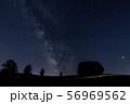 北海道・美瑛の丘 マイルドセブンの木と天の川 56969562