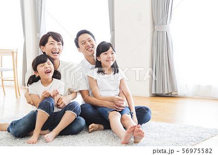 家族 親子 ファミリー 女性 子供 56975582