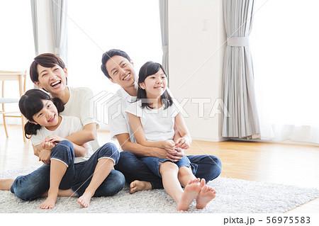 家族 親子 ファミリー 女性 子供 56975583